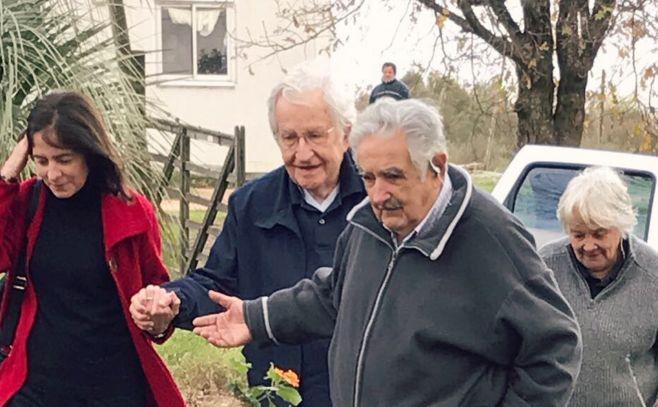 ¿De qué se trata el documental de Chomsky y Mujica?