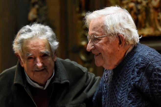 Noam Chomsky alerta contra amenaza nuclear y catástrofe ambiental