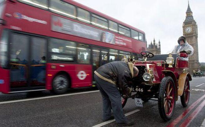 Reino Unido prohibirá nuevos vehículos a nafta y diesel