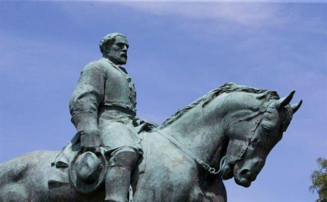 Trump dice que retirar las estatuas confederadas es arrancar la Historia