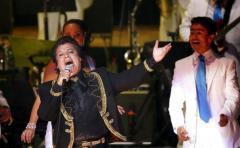 Con música y rezos, fanáticos e imitadores mexicanos recuerdan a Juan Gabriel