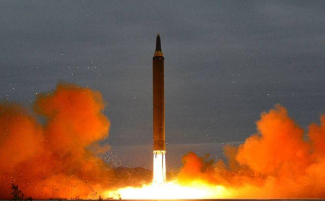 Corea del Norte se burla de EUA y prometa 'más regalos'