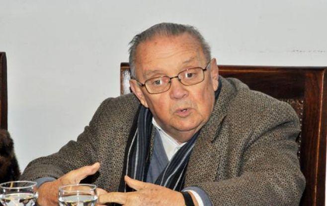 Uruguay condecora al académico y escritor Obaldía por su aporte a la cultura