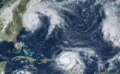 Vientos de María se calman tras tocar tierra pero el peligro se mantiene