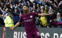 El Manchester City golea y el United no falla