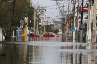 Puerto Rico prolonga indefinidamente el toque de queda tras huracán
