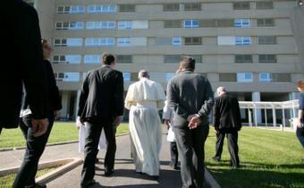 """Acusan al papa de difundir 7 """"herejías"""" en su exhortación sobre la familia"""
