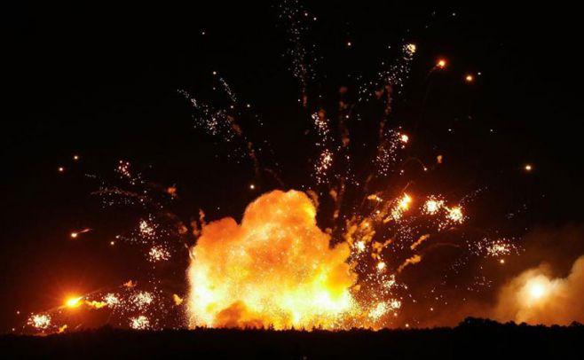 Evacuaciones masivas: explotó un gran depósito de armas en Ucrania