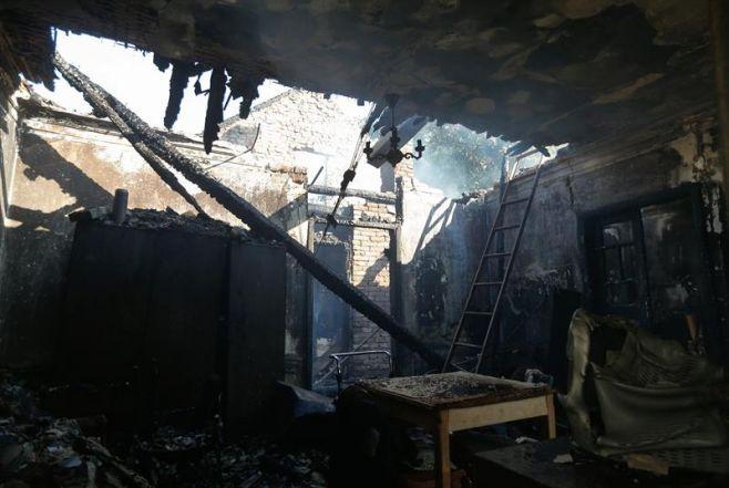 Evacuaciones tras un incendio en un deposito militar — Ucrania