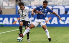 Corinthians empata, Sao Paulo sufre pero toma aire