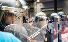 Entre balas de goma, manifestantes y papeletas