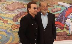 Bono recorre el Museo Soumaya en Ciudad de México
