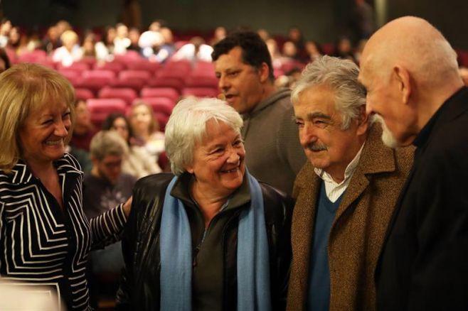 Dramaturgo Villanueva Cosse recibió la medalla Delmira Agustini. Efe