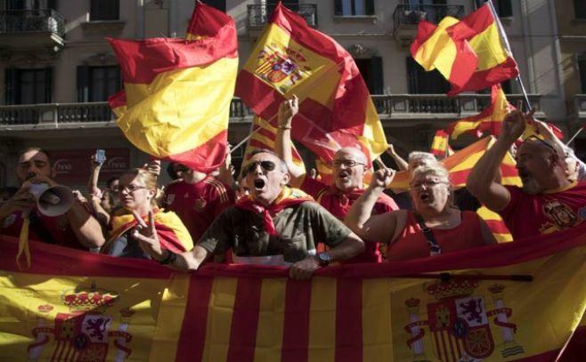 Miles de personas se manifiestan en Barcelona en defensa de unidad de España
