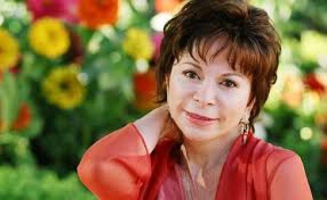 """Isabel Allende: """"Trump es muy peligroso"""" y podría llevar a la guerra a EE.UU."""""""