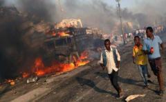 215 el número de muertos en atentado con camiones bomba en Somalia