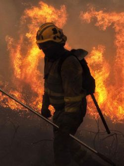 Aumentan las víctimas mortales de los incendios que arrasan Galicia. Efe