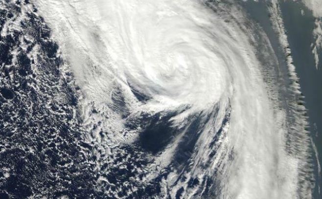 Irlanda espera en máxima alerta llegada del huracán Ofelia