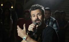 Jarabe de Palo canta a la vida en emotivo reencuentro con el público chileno