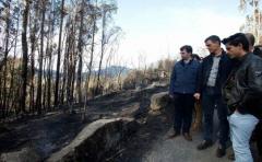 Miles de personas protestan por incendios en la región española de Galicia