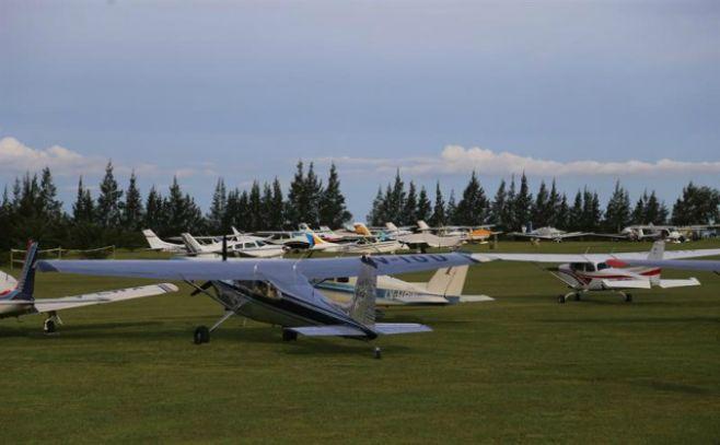 70 aeronaves y 10 helicópteros sobrevuelan Salto en un raid