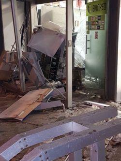 Delincuentes hicieron explotar un cajero en supermercado de Pocitos