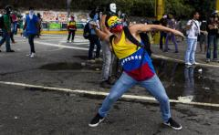 """Gómez Gamboa: """"en Venezuela asesinaron a 21 estudiantes"""""""