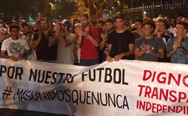 Futbolistas uruguayos levantan huelga y retomarán el Torneo Clausura