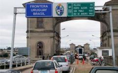 Más de 20 detenidos por contrabando de ropa y alimentos desde Brasil