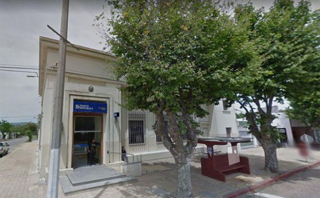 Sucursal de BROU en Solís de Mataojo.. Google Street View.