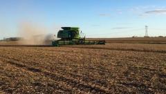 """""""A toda máquina"""" avanza la siembra de soja"""