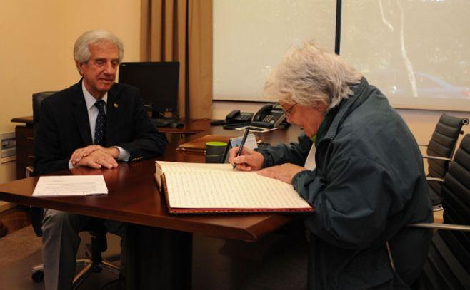 Vázquez viaja a México y Topolansky asume la presidencia