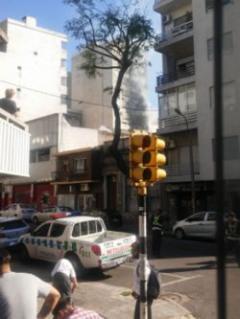 Incendio en 18 de Julio terminó con siete personas hospitalizadas por intoxicación