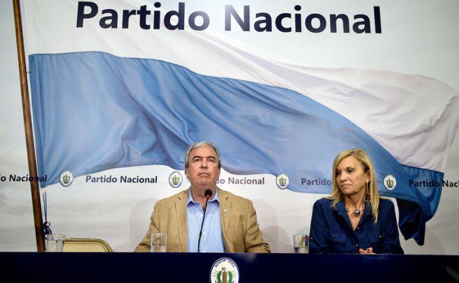 Luis Alberto Heber y Beatriz Argimon, presidente y secretaria del PN.. Foto: Ricardo Antúnez/ adhoc