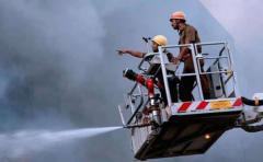 Al menos 12 muertos y 5 atrapados en derrumbe de una fábrica en India