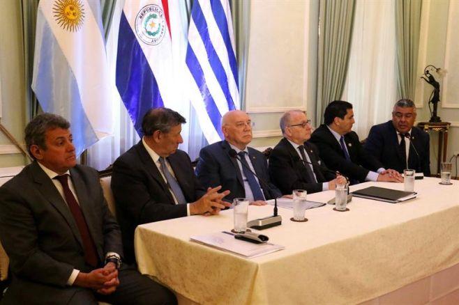La candidatura triple al Mundial ya rueda en Asunción con firma de memorándum