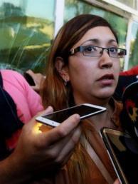 """Esposa del tripulante del ARA San Juan dice sentirse """"engañada"""" por la Armada"""
