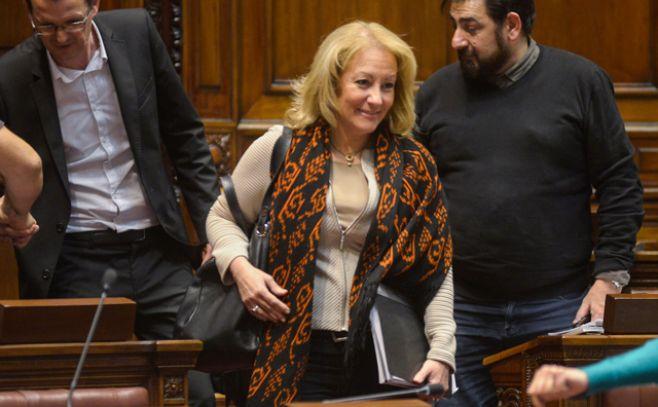 Cosse explicará en el Parlamento el acuerdo entre Shell y el Gobierno por regasificadora