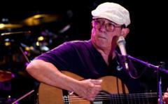 Silvio Rodríguez, el trovador de Cuba, cambia la guitarra por la foto