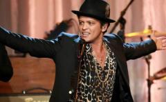 Bruno Mars conquistó con la magia de su voz y movimientos a Bogotá