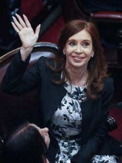 Procesan con prisión preventiva a la expresidenta Cristina Fernández