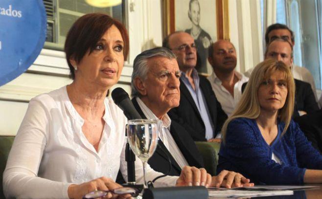"""Cristina Fernández denuncia """"persecución"""" política tras su procesamiento con prisión preventiva"""