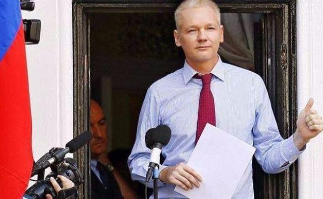 """Ecuador seguirá dando asilo a Assange """"mientras peligren sus derechos"""""""