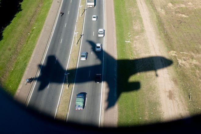 Sindicato de Latam Uruguay se manifiesta en aeropuerto por despidos