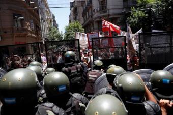 Reforma jubilatoria de Argentina queda aplazada tras día de violencia