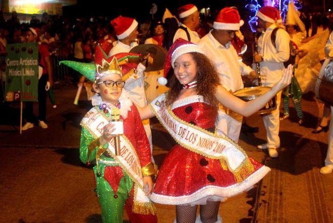 """Conjuntos desfilan en Montevideo para dar inicio a """"Carnaval de las Promesas"""""""