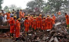 Incendio y derrumbe de una tienda en la India dejó al menos 12 muertos