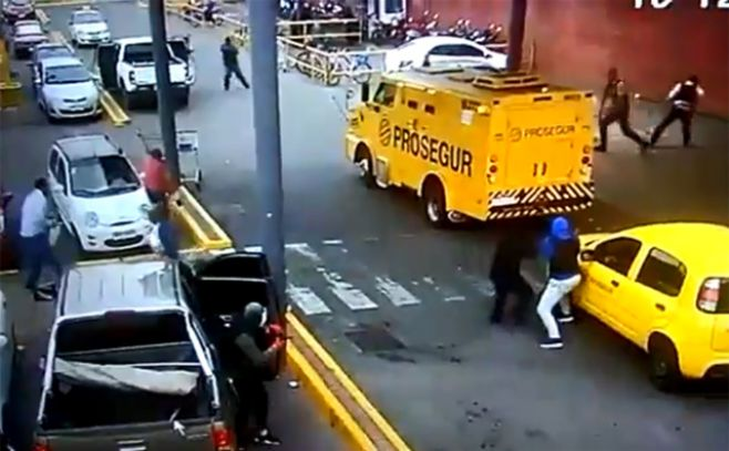 Captura de video de seguridad en el lugar del robo. .
