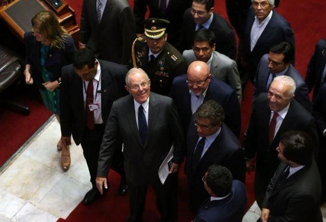 Ministro peruano renunció al cargo, tras intento de destitución de Kuczynski