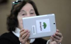 Entregarán 75.000 tabletas con aplicaciones diseñadas para jubilados